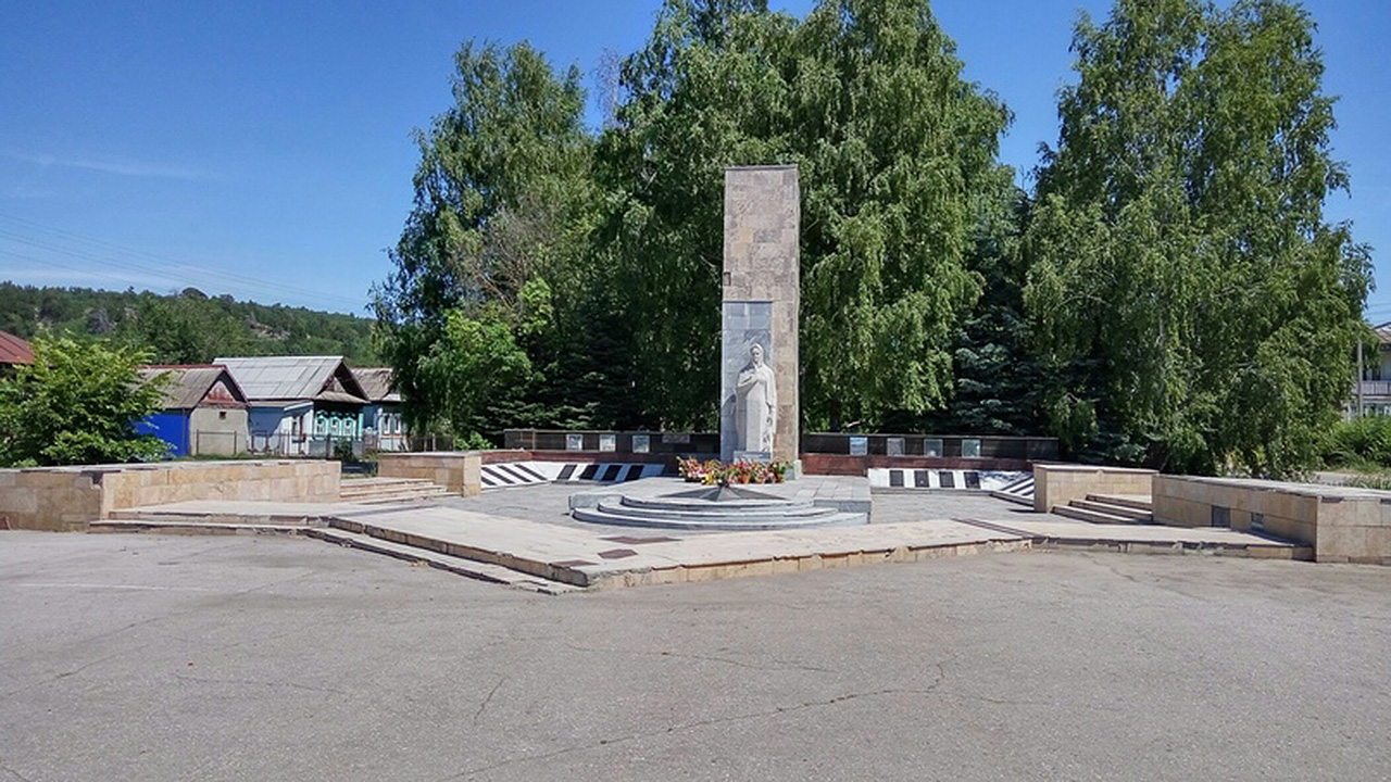 """Архитектурно-скульптурный мемориал """"Родина-Мать"""""""