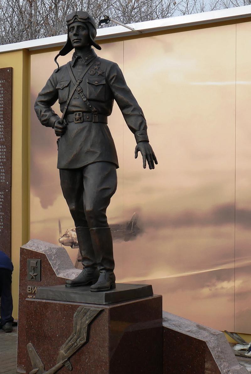 Памятник летчику-герою Талалихину