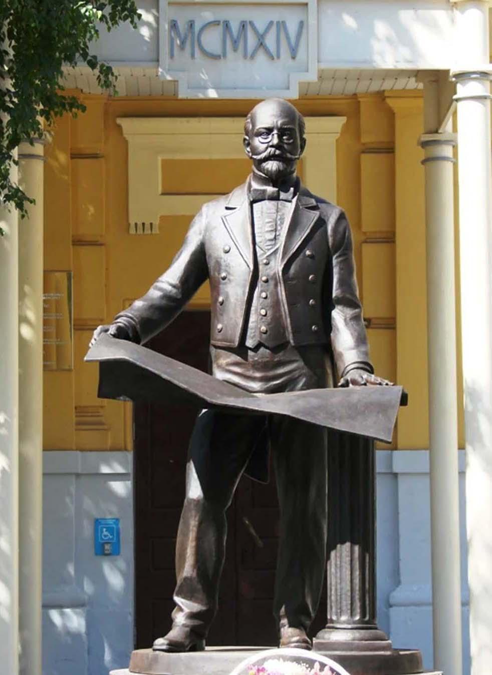 Памятник легендарному архитектору К.Л. Мюфке