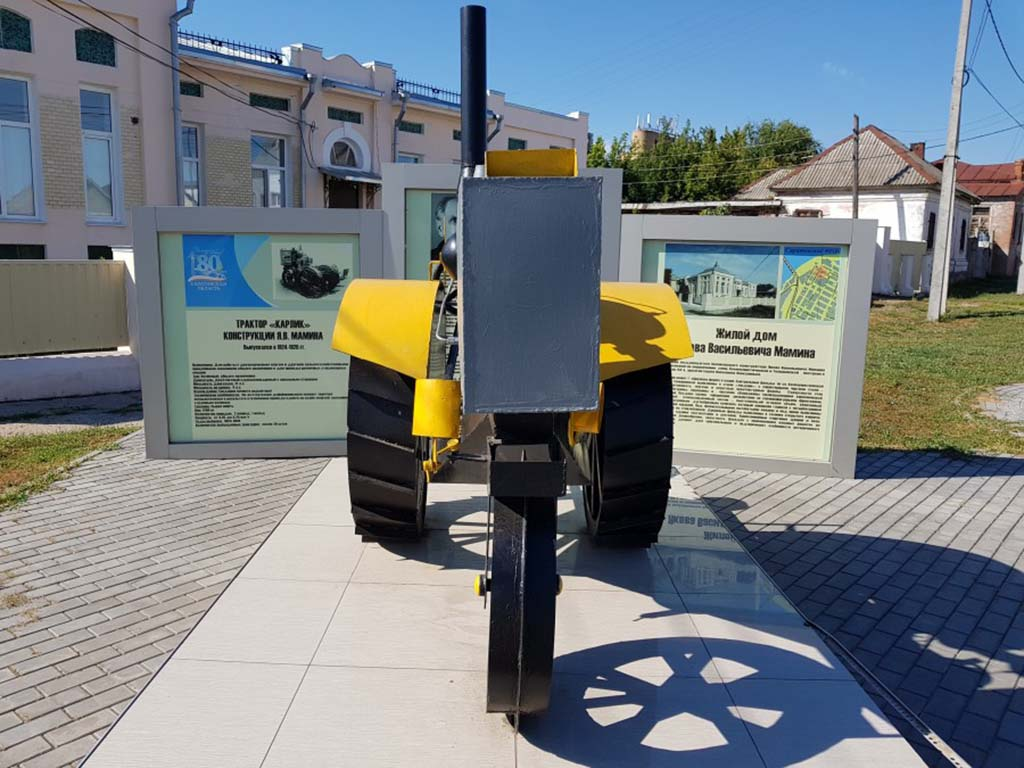 Памятник трактору «Карлик»
