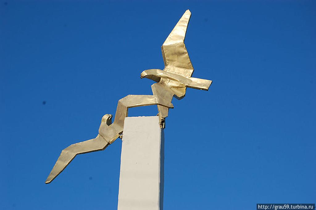 Памятник знаменитой лётчице, Герою Советского Союза М. М. Расковой