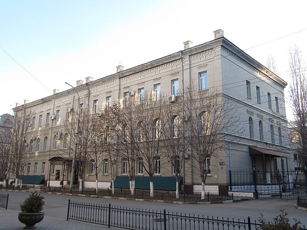 Бюст Ю.А.Гагарина на здании колледжа