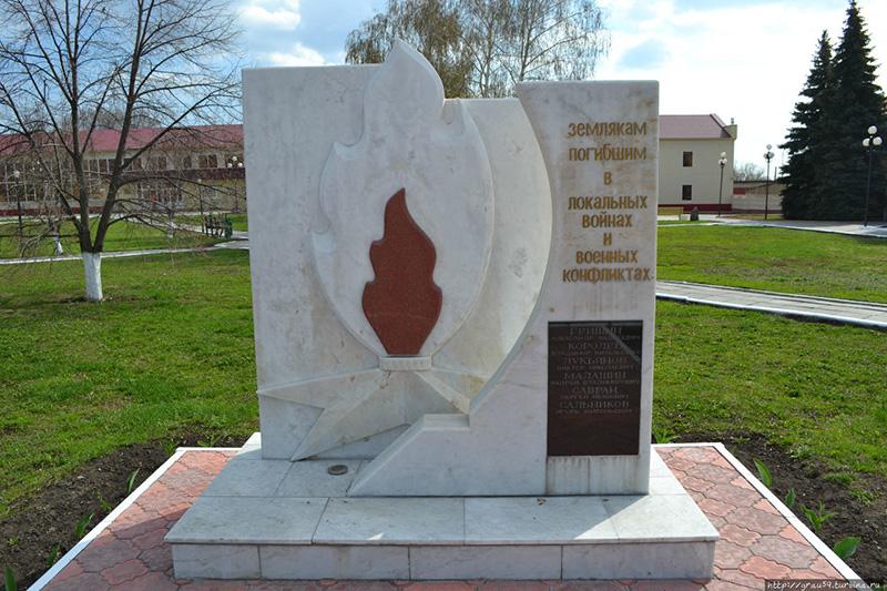 Монумент павшим на полях сражения Великой Отечественной войны землякам