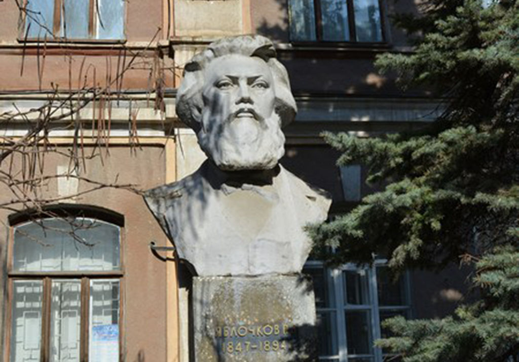 Бюст выдающегося русского изобретателя П. Н. Яблочкова