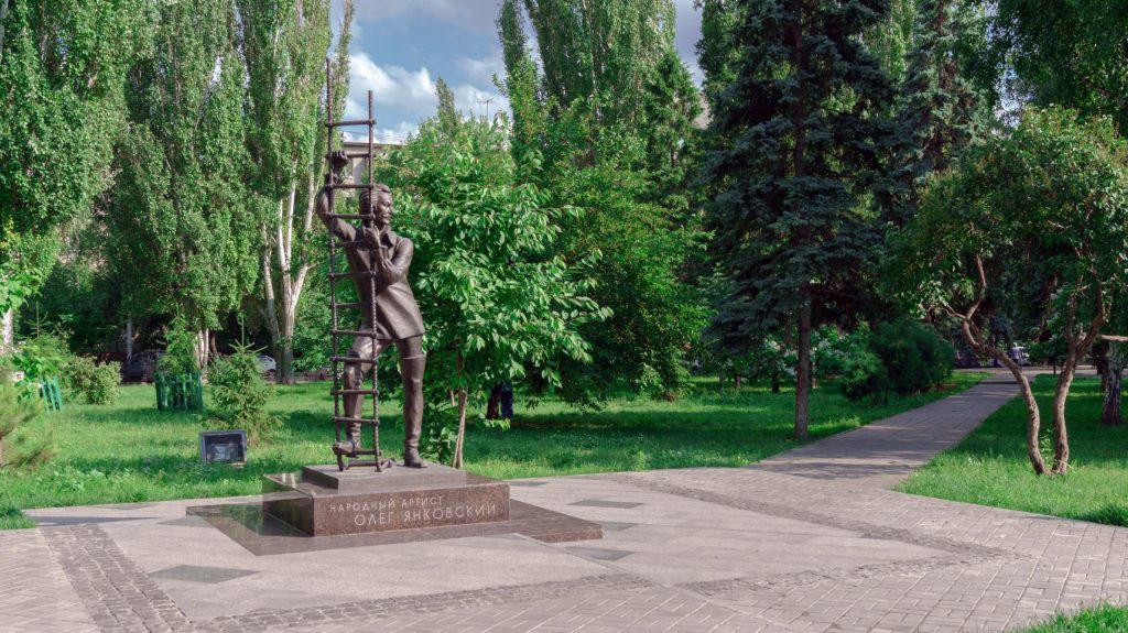 Памятник О. И. Янковскому