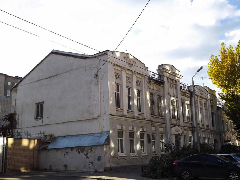 Мемориальная доска в честь О.К.Антонова