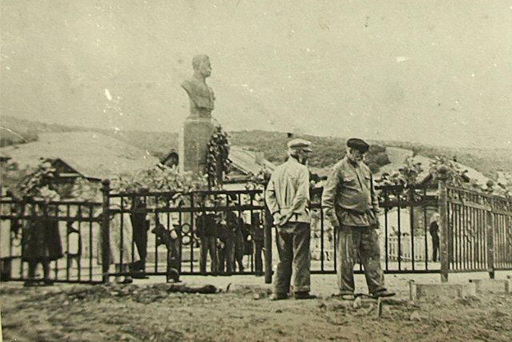 Бюст дважды героя Советского Союза Н.М. Скоморохова