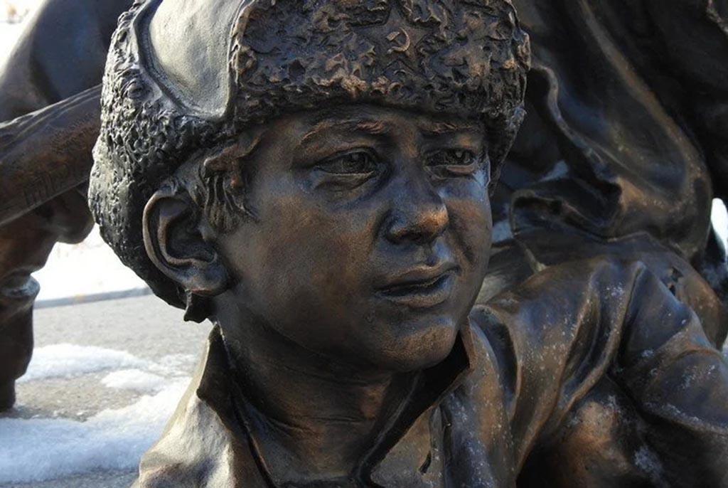 Скульптурная композиция «Послевоенное детство»