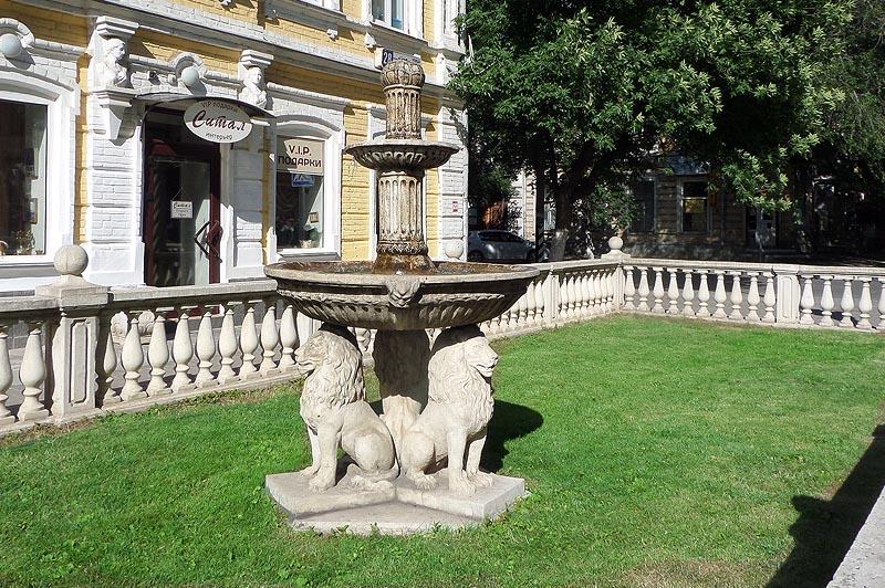 """Фонтан """"Три льва"""""""