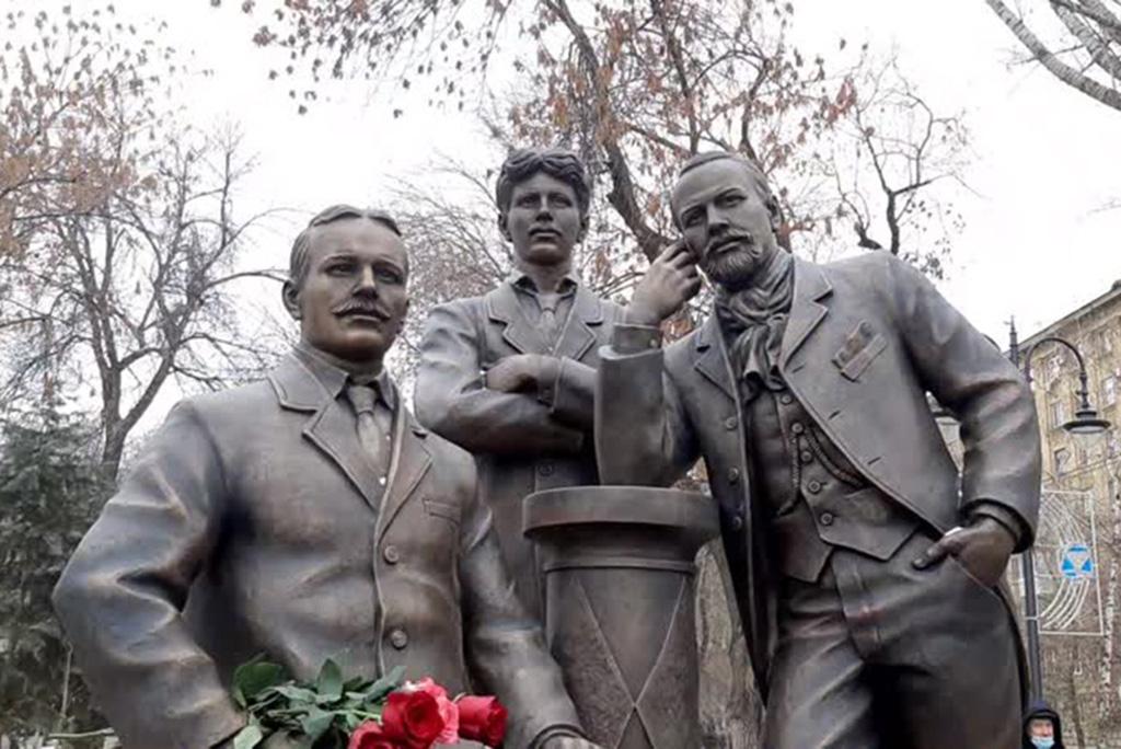 Памятник братьям Никитиным