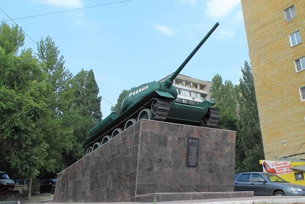 """Памятник танкистам Танк Т-34-85 """"Мать-Родина"""""""