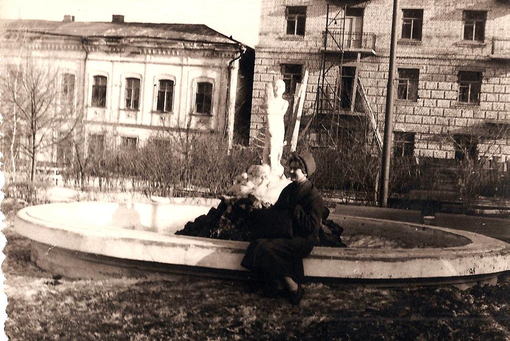 Фонтан в сквере Первой Учительницы