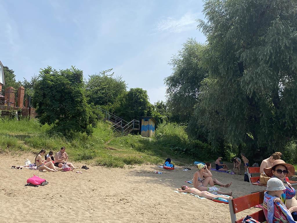 """Песчаный пляж базы отдыха """"Хуторок"""""""