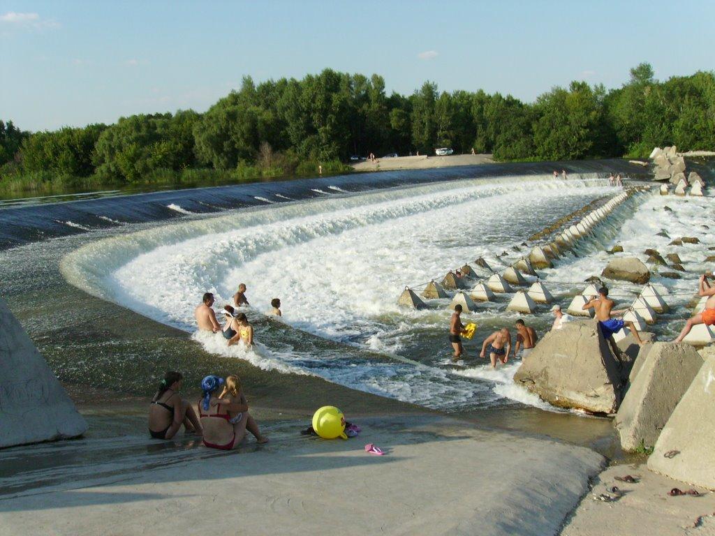 Переливная плотина Сулакского водохранилища