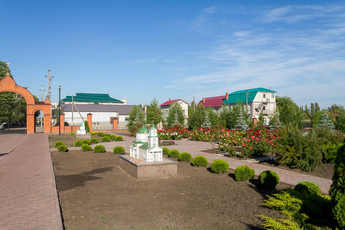 """Сад храмов"" в Хвалынске"