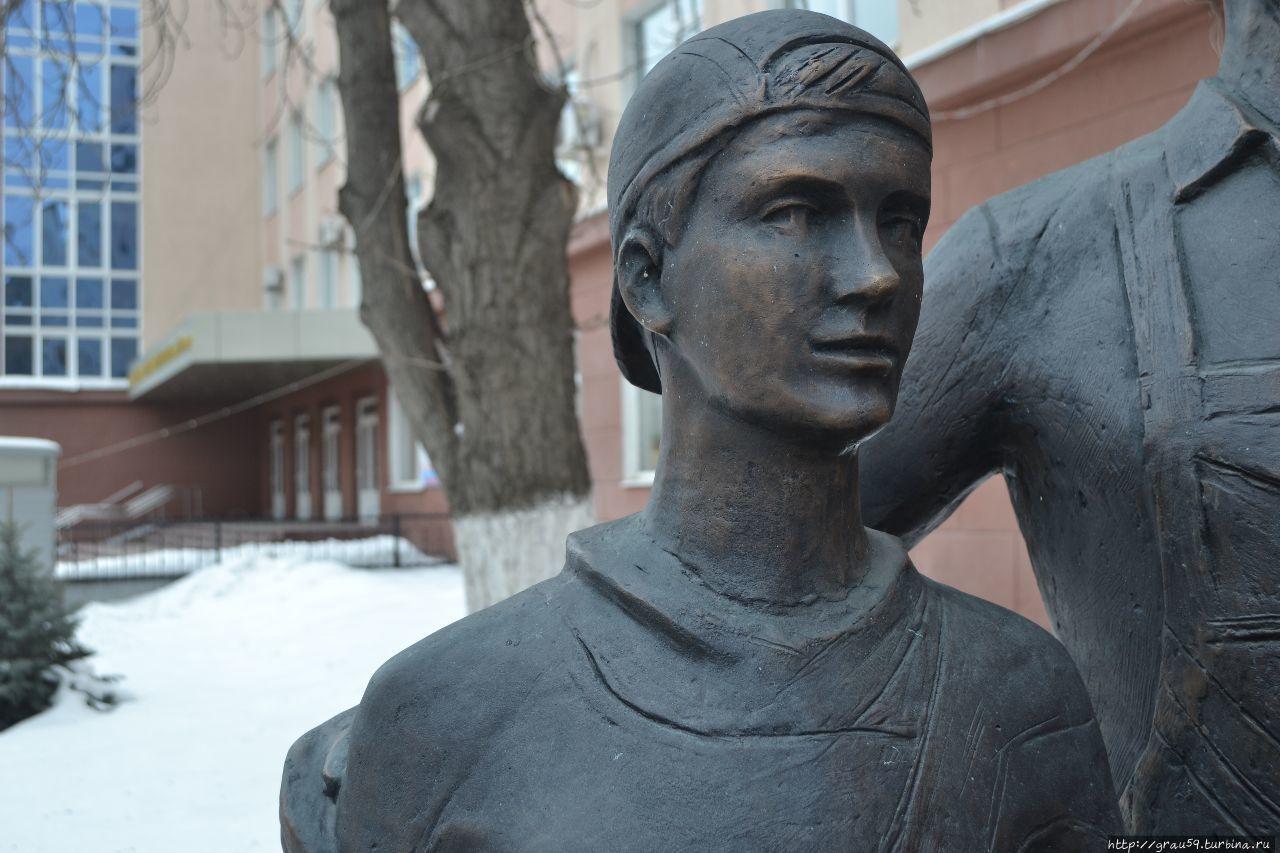 """Скульптура """"Хлеб всему голова"""""""