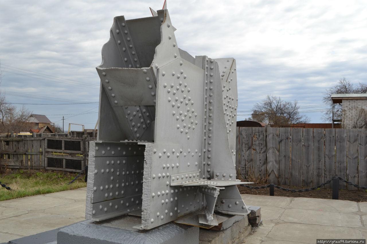 Памятник погибшим мостостроителям