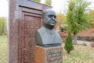 Бюст главы Саратовской области А. И. Шибаева